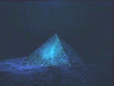 Kristalpyramide_unter-Wasser