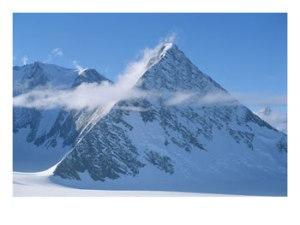 pyramide_im-Schnee