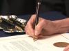 """Pelosi unterschrieb die Anklage mit einer """"Bullet-Pen"""". Droht sieTrump?"""